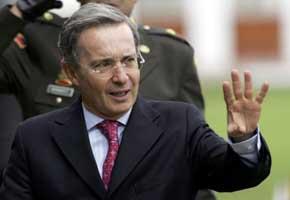 El expresidente colombiano Alvaro Uribe...
