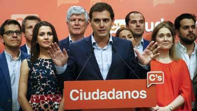 Ciudadanos presiona a Rajoy y a socialistas para negociar a tres bandas