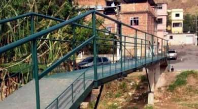 Vecinos se unen y construyen un puente 54 veces m�s barato de lo estimado por el Estado