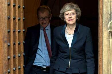 Theresa May presenta los primeros nombres del gabinete que gestionará el Brexit
