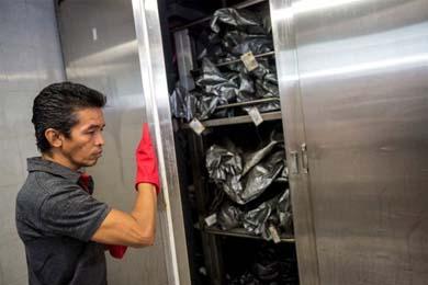 Los cad�veres saturan las neveras de la morgue en Acapulco