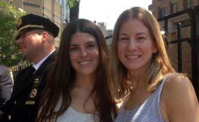 Milagros de Vedia (der.) y su amiga fueron ayudadas por un polic�a de Estados Unidos.