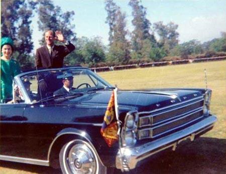 La foto de 'mi encuentro' con Felipe de Edimburgo, que hago pública casi 50 años después...