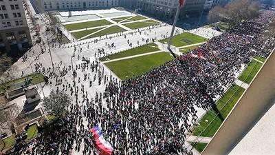 Multitudinaria protesta en contra del sistema de pensiones en Chile
