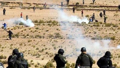 Polic�as y mineros tuvieron fuertes enfrentamientos a 180 kil�metros de La Paz.
