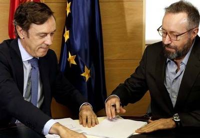 Rafael Hernando (PP) y Juan Carlos Girauta (C's) firman el acuerdo