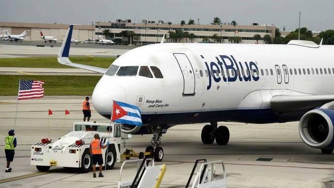 Aterriza en Cuba el primer vuelo regular desde EEUU en más de 50 años