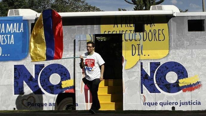 Ex presidente de Colombia Álvaro Uribe manifiesta a Clinton y a Trump preocupación por acuerdo de paz