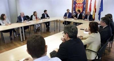 Rivera dice que Rajoy cree que la �soluci�n� a la investidura �caer� del cielo�