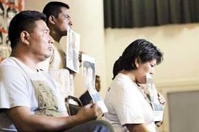 Padres de algunos de los 43 j�venes desaparecidos aseguran que no hay pruebas cient�ficas que confirmen que sus hijos fueron asesinados e incinerados, como lo asegura la fiscal�a mexicana.