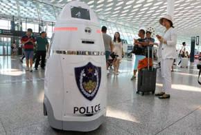 Robots armados empiezan a patrullar en uno de los mayores aeropuertos de China