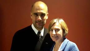 Carmen Forcadell junto al ex entrenador del Barca, Pep Guardiola (imagen de archivo)