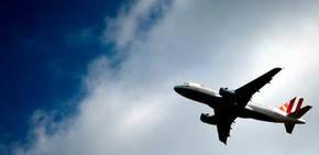 Al menos 22 pasajeros de un avi�n hospitalizados en Canad� por inhalaci�n de humo