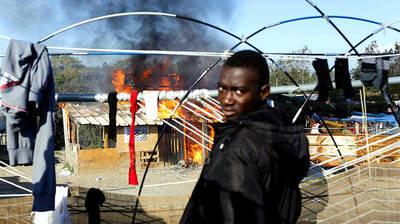 Calais: Francia destruye el mayor campamento de inmigrantes