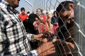 Miles de iraqu�es han huido de Mosul.