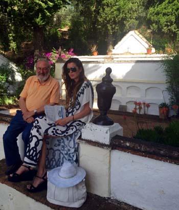 Cementerio de la Ermita con Pedro, hijo de antiguo ermitaño. Se ha convertido en uno de mis mejores amigos