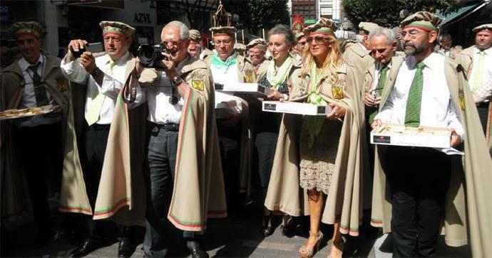 La Cofradía del Hojaldre de Torrelavega festeja a su patrón San Andrés
