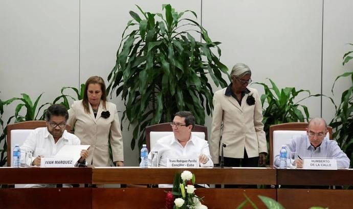 Colombia y FARC modifican acuerdo de paz pero siguen las incógnitas