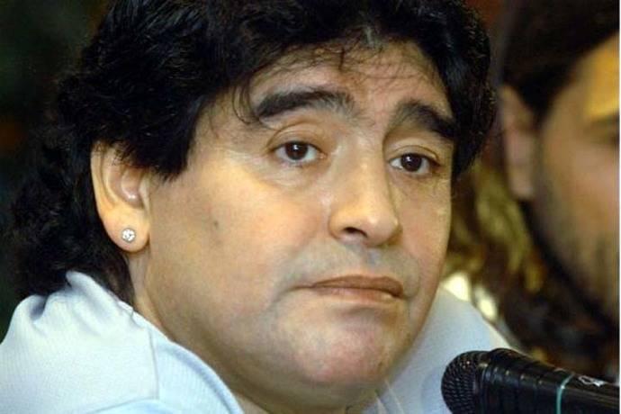 Maradona apoya la decisión de jugadores argentinos de no hablar más con la prensa