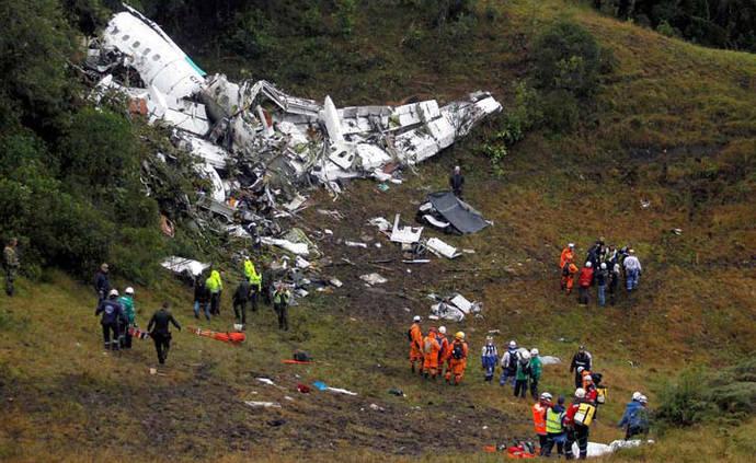 Policía colombiana confirma rescate de 5 supervivientes en accidente aéreo en Medellín