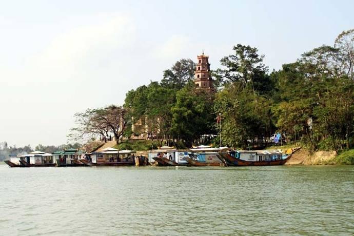 Hue - Pagoda Thien Mu