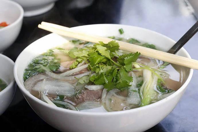 Phở (sopa de fideo y ternera)