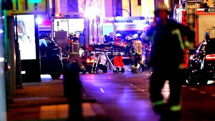 Un camión embiste contra los asistentes a una feria navideña en Berlín