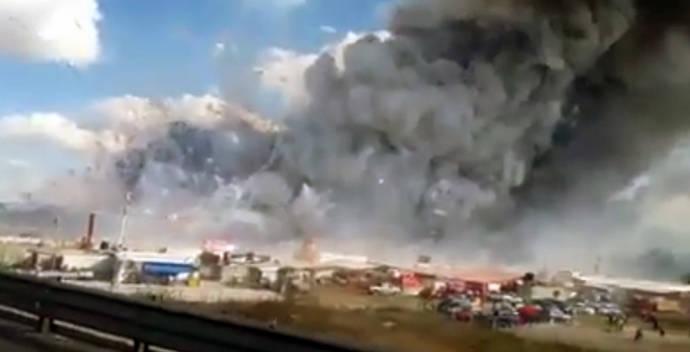Al menos 29 muertos en una explosión de un mercado de pirotecnia en México