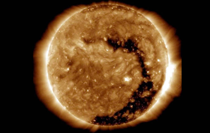 ¿Qué significa el hueco que detectó la NASA en el Sol?
