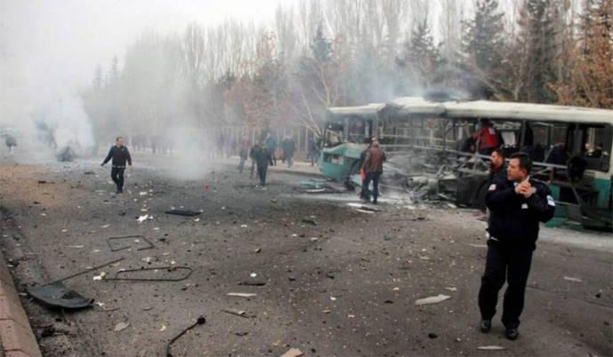 Al menos 13 muertos y 55 heridos por el atentado contra un autobús con militares en Turquía