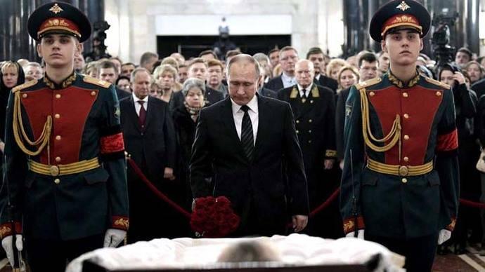 Putin y Medvedev rinden honores al embajador asesinado en Turquía