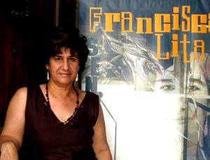 """Francisca Lita, autora de """"El Color del Dolor"""", un exposición de pinturas y dibujos en el antiguo Mercado de Requena"""