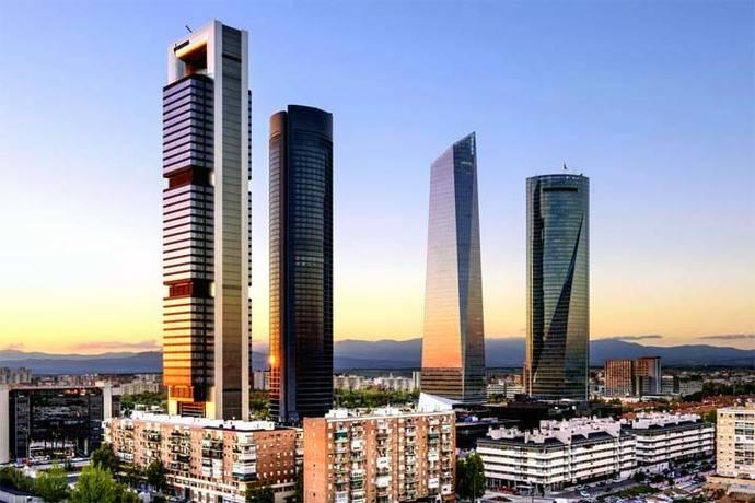 El Ayuntamiento de Madrid prohíbe aparcar este miércoles en el centro al persistir los niveles de contaminación