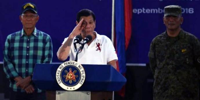 Presidente de Filipinas amenaza con lanzar de un helicóptero a cualquier funcionario corrupto