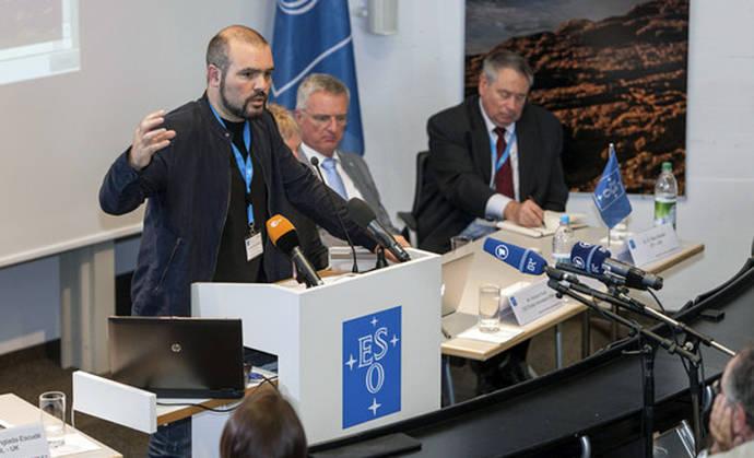 Guillem Anglada-Escudé ha sido elegido porNaturepor haber descubierto un planeta de aproximadamente el tamaño de la Tierra orbitando en la estrella más cercana al Sol. / EFE