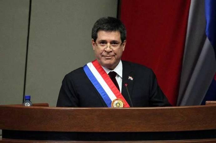 Oposición promueven juicio político al presidente de Paraguay