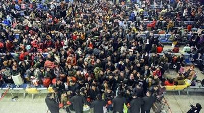 Los chinos viajan a casa en la mayor migración humana anual