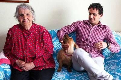 Isabel, española, 84 años, comparte su piso con Agustín, cubano, estudiante de Medicina en Madrid, a través del programa Convie de la ONG Solidarios para el desarrollo