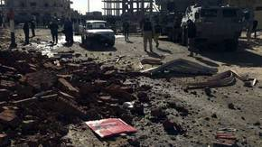 Extremistas atacan con camión bomba un retén de policías en Egipto
