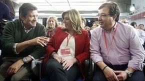 El presidente de la gestora, Javier Fernández junto a Susana Díaz y Guillermo Fernández Vara