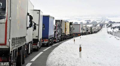 Nevadas bloquearon a miles de pasajeros y automovilistas en España