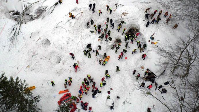 Cuatro niños entre los diez supervivientes en hotel sepultado de Italia
