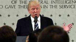 Se calcula que Trump habló ante unas 300 personas en la sede en Langley, Virginia.