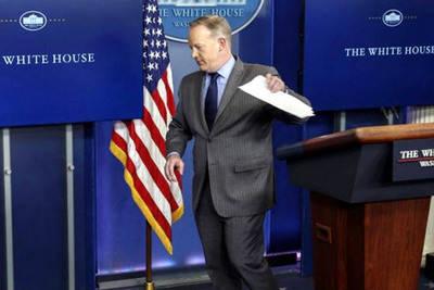 Sean Spicer, vocero de Donald Trump, no quiso responder preguntas de los periodistas.
