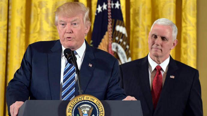 Trump anuncia que renegociará acuerdos con líderes de México y Canadá