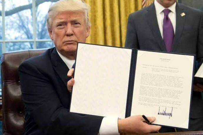 Donald Trump firmó la salida de Estados Unidos del TPP