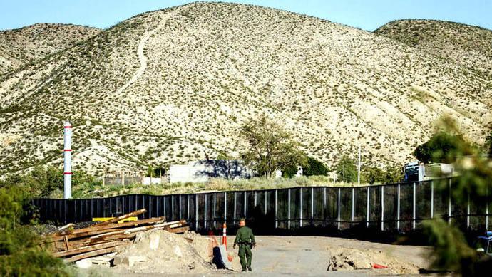 Trump anuncia que construcción del muro con México comenzará 'en meses'