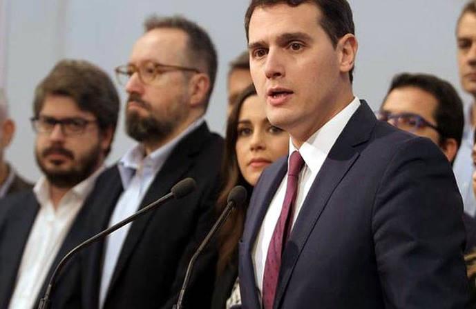 Albert Rivera arrasa a sus dos rivales en las primarias de Ciudadanos con muy baja participación