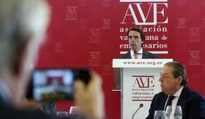 El expresidente del Gobierno y del PP José María Aznar durante su discurso en el almuerzo-coloquio con el pleno de la Asociación Valenciana de Empresarios (AVE), en presencia de su presidente, Vicente Boluda
