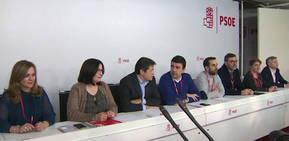 El PSOE aprueba el calendario de la gestora con 5 votos en contra: primarias en mayo y el congreso el 17 y 18 de junio
